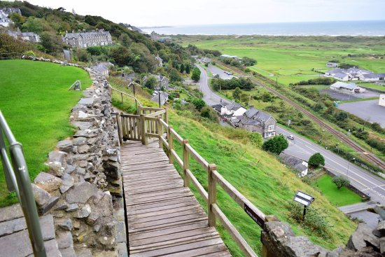 Harlech, UK: Looking out toward the village