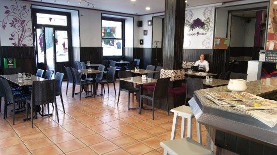 Tui, España: Amplio local