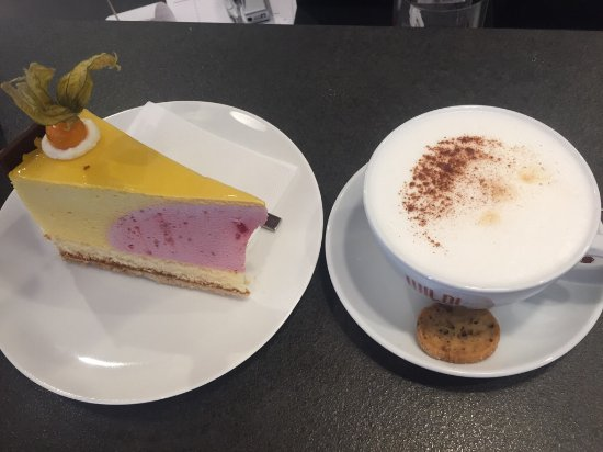 Wermelskirchen, Alemania: Mango Himbeer Torte