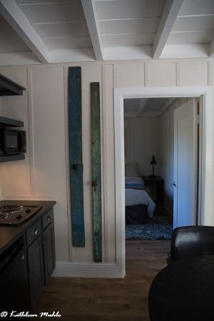 Philo, CA: Looking into second bedroom from entry door, kitchen to left, livingroom to right