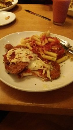 Chicken Parmesan With Penne Pasta In Tomato Sauce Picture Of Olive Garden Hialeah Tripadvisor