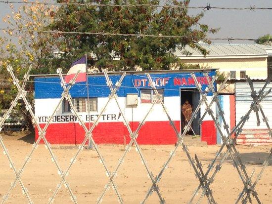 Rundu, Namibia: Aussicht vom Badezimmerfenster