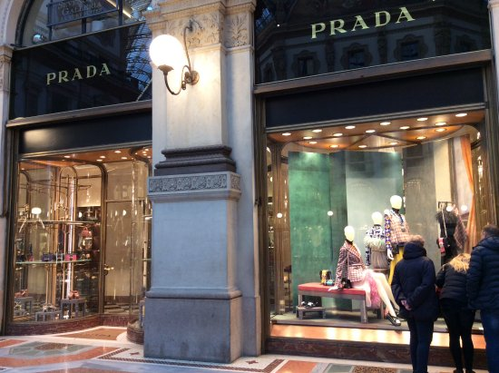 Shop prada picture of duomo di milano milan tripadvisor for Cheap shopping in milan
