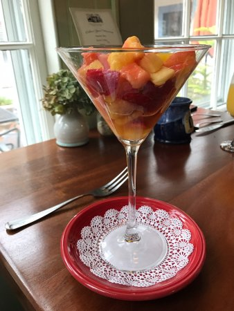 Brewster, MA: Fruit parfait