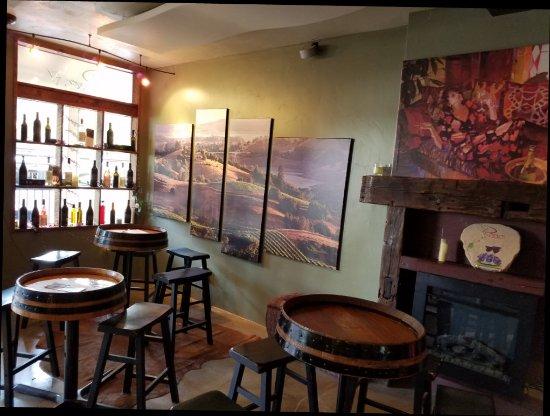 Murphys, CA: Wonderful tasting room.