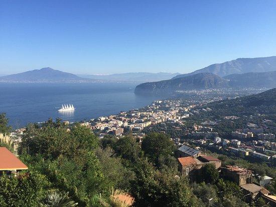 Hotel La Vue D'Or: View over Sorrento with Vesuvius!