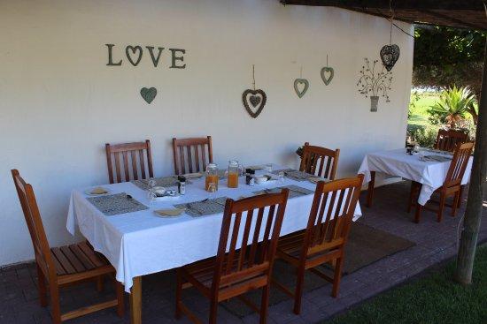 Calitzdorp, Sudáfrica: Breakfast on the pattio
