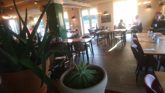 Heerhugowaard, Países Baixos: Leuk restaurant met erg vriendelijke bediening.  Lekker eten voor een goede prijs.  Zeker voor h