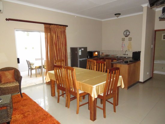 Augrabies Falls National Park, Südafrika: Living area with bunk beds, kitchen with everything you need. This room leads to the braai area.