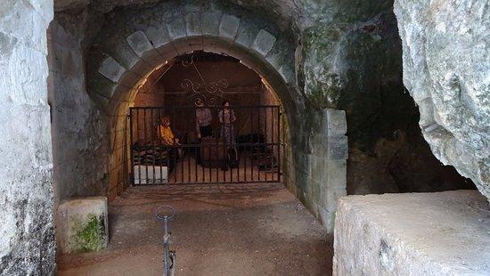 Rigny-Usse, Γαλλία: Ancient wine cave