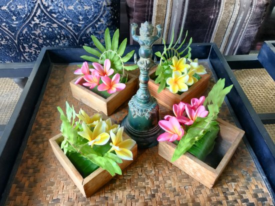 The Damai: Welcome Flowers In Living Room