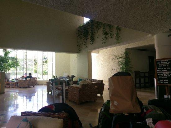 Aquamarina Beach Hotel: TA_IMG_20171015_124244_large.jpg