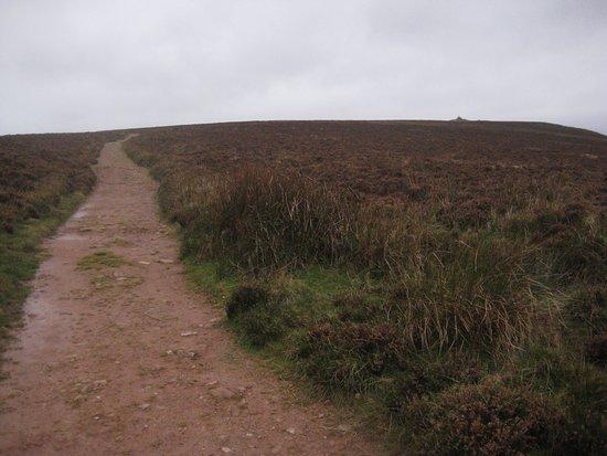 Porlock, UK: Footpath up to the beacon