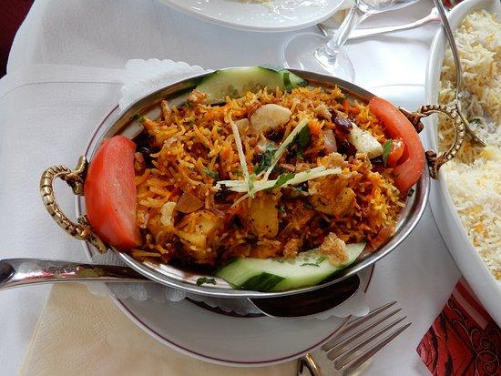 Unterschleissheim, Alemania: Bihrani mit Huhn