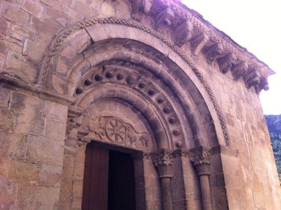 Santa Cruz de la Serós, España: Portail d'entrée de l'église