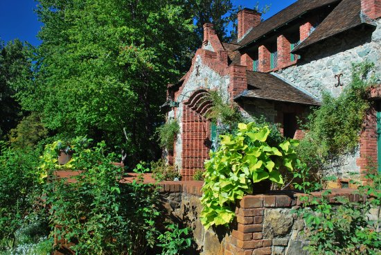 Nevada City, CA: Cottage Entry