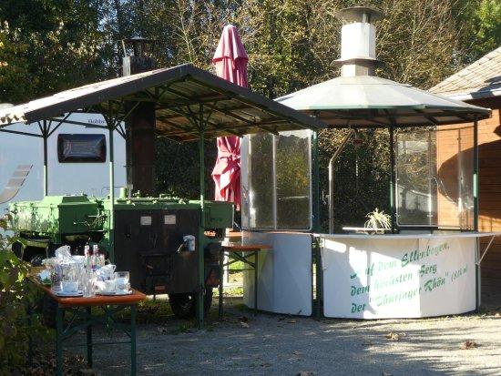 Erbenhausen, Tyskland: Außenbereich mit Geschirrablage