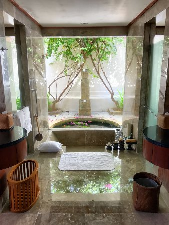 The Oberoi, Lombok: Sunken Tub In Bath Room