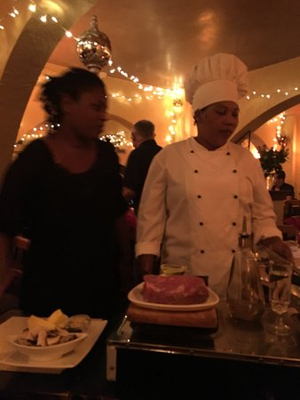 Summerstrand, Sudáfrica: Am kochen! Man beachte die Größe des Fleisches!