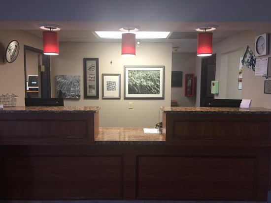 Country Inn & Suites By Carlson, Mishawaka, IN: Newly remodeled Front Desk
