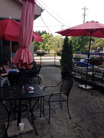 East Aurora, NY: outdoor seating