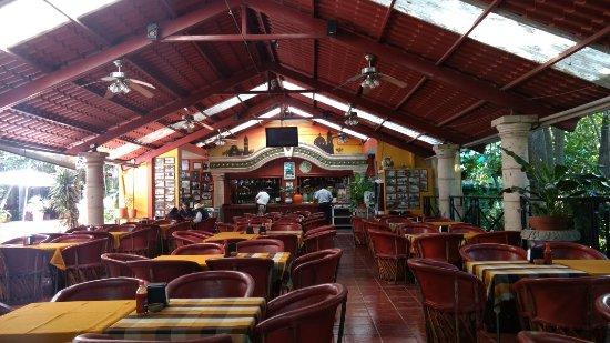 Brisenas, เม็กซิโก: Barra de Bebidas y área principal de mesas