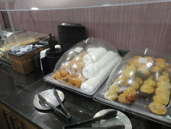 Drury Inn & Suites Austin North: Sweets!