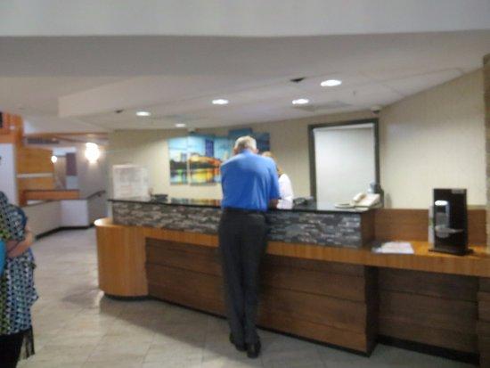 Drury Inn & Suites Austin North: Front desk