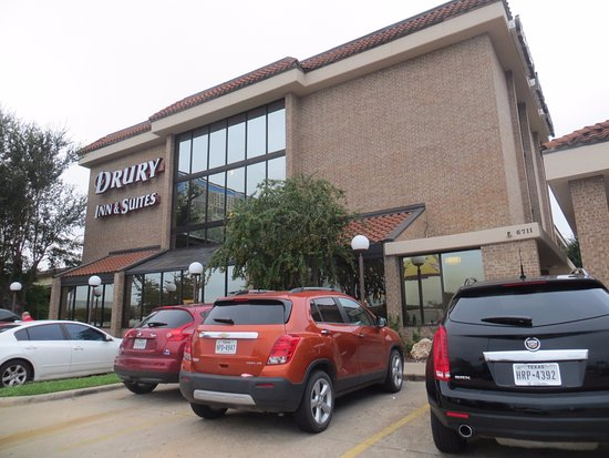 Drury Inn & Suites Austin North: Entrance and parking