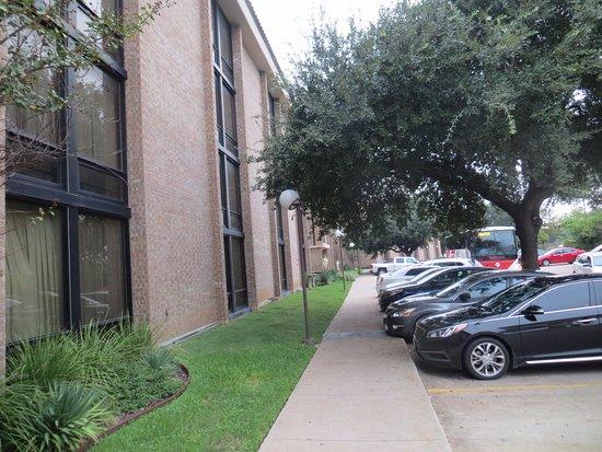 Drury Inn & Suites Austin North: Side of hotel