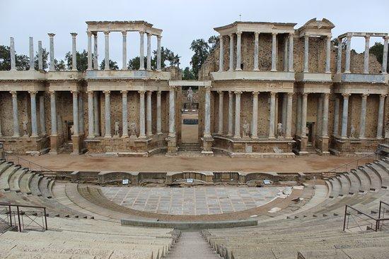 alrededores del teatro - Picture of Roman Theater (Teatro Romano), Merida - T...
