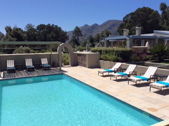 La Cabriere Country House: Heated (28 gr) pool