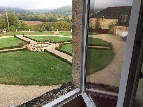 Terrasson-Lavilledieu, França: Vistas de la habitación.