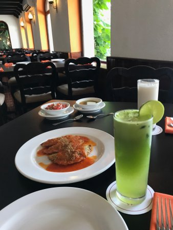 Hacienda Teya: Chaya/Lime drink and empanadas