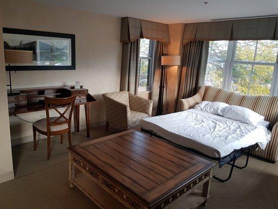 Skaneateles, NY: extra bed in the bay window