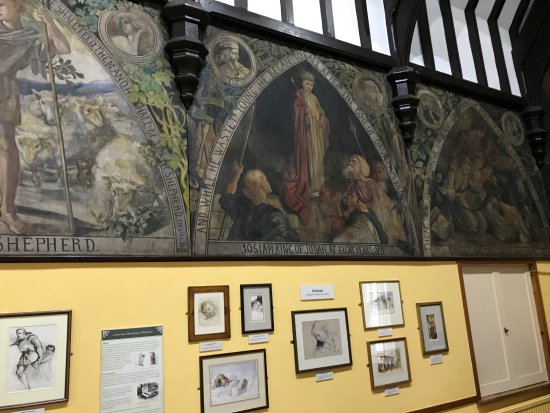 Berwick-upon-Tweed, UK: inside looking at murals