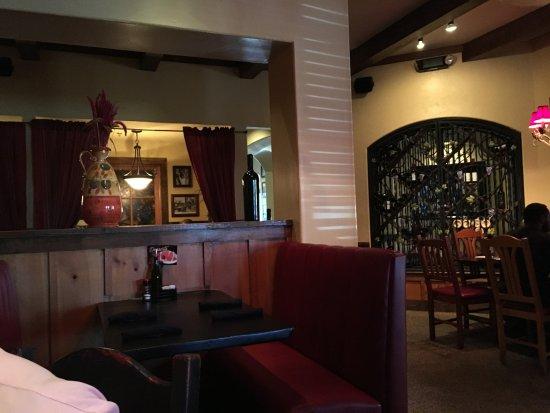 Johnny Carino's: Dining room
