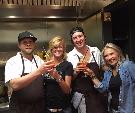 Basalt, CO: Guest Bartenders taking care of the kitchen