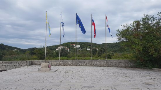 Kampor, Croatia: Flags of those affected