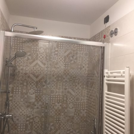Hotel San Geremia: Chambre sur le côté (vue photos) très calme neuf propre bon lit travaux non terminés (prises nue