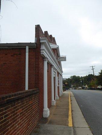 Orange, VA: Exterior