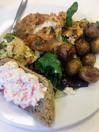 Fylgifiskar: My wife's lunch platter.