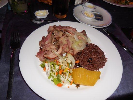 Sociedad Cultural Rosalia de Castro: One of the food options: pork with salad, rice and malanga