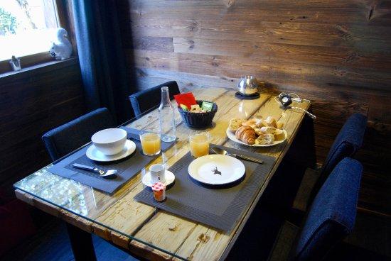 Bolquere, France: Desayunando lo de la cestita. Nos quedamos con hambre, jeje.