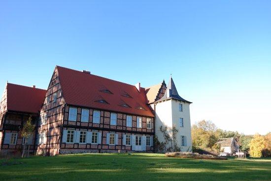 Tangerhutte, Germany: Park und Herrenhaus Briest - ältester Stammsitz der Familie von Bismarck. Errichtet im 17. Jh..