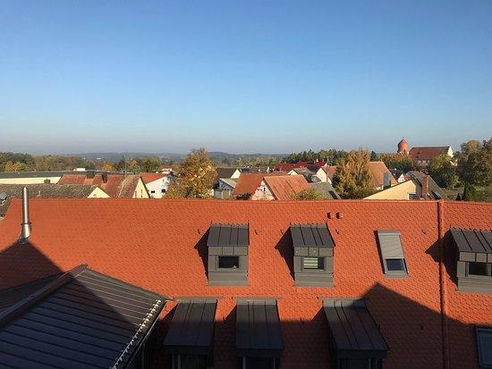 Adelsdorf, Deutschland: Zolderkamer nummer 31. Oppassen voor je hoofd.  Eten en bier is daarentegen voortreffelijk.