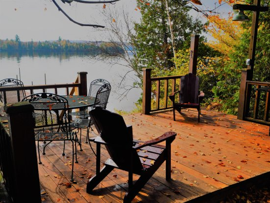 Whitney, Canada: Private lakeside seating area.