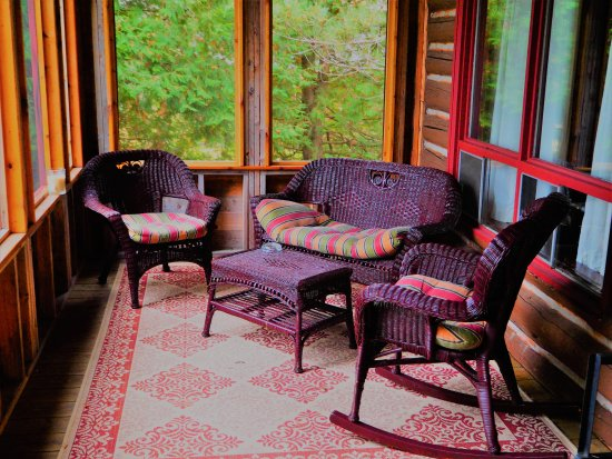 Whitney, Canada: Covered proch. Cabin #5