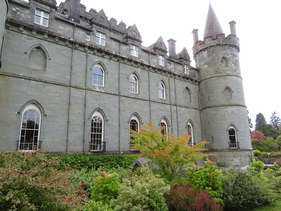 Inveraray, UK: Castle from the side when we entered the gardens