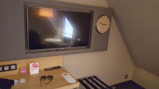 Crowne Plaza Brugge: room/tv @ 6th floor